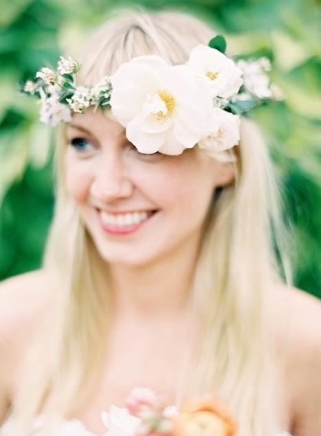 Des fleurs dans les cheveux de la mariée | La mariée aux pieds nus | Bruno Raconte-moi | Scoop.it