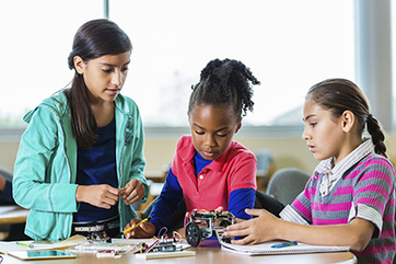 Maker movement brings tinkering and technology to everyone | Raspberry Pi | Scoop.it