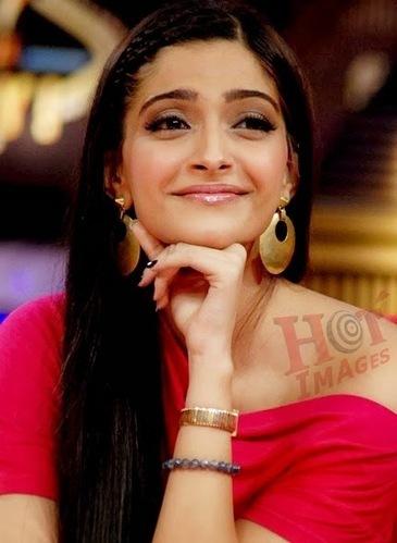 Hot Sonam Kapoor Cute Expression Photos - HOT IMAGES   Sonam Kapoor   Scoop.it