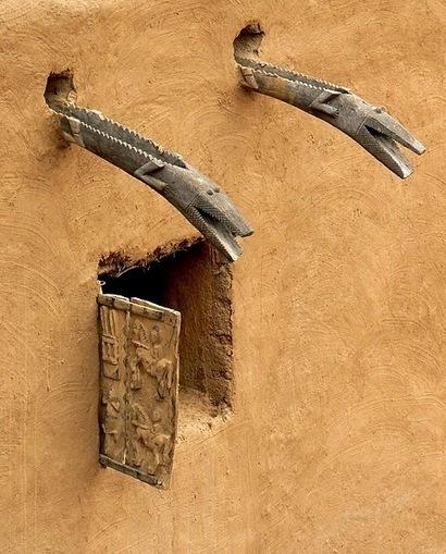 Dogon window and water spouts. Ndalama African Desert Crafts - Architecture Photos | Afrodizziak | Scoop.it