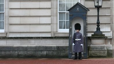 Buckingham Palace sentry box auctioned - BBC News   Essentially England - For English History and Food Lovers   Scoop.it