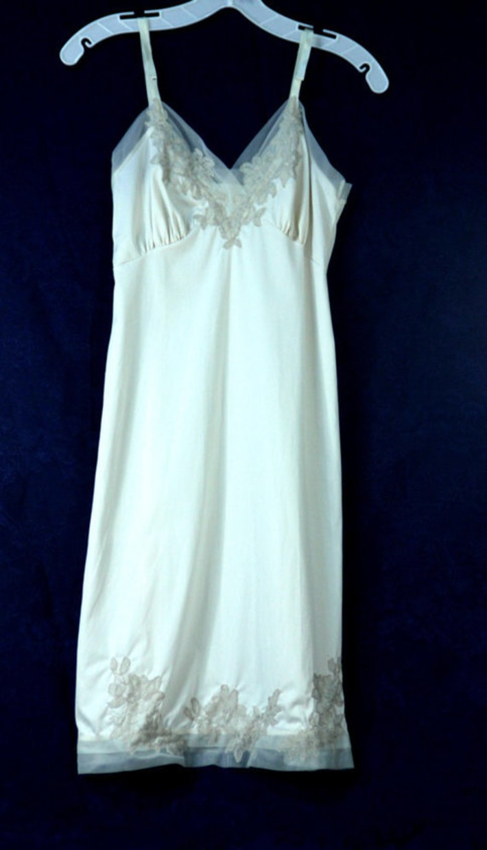 Sultry Vintage Van Raalte Full Slip Creme Nylon Taupe Lace Applique Sheer Chiffon Trim 1950s Mid-Century Lingerie New Look Fashion | Antiques & Vintage Collectibles | Scoop.it