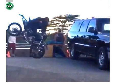 """Vidéo """"test"""" choc : Ralenti d'un choc moto contre voiture   L'actu sociale des motards (par Zone-Motards.net)   Scoop.it"""