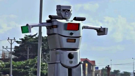 Giant solar-powered traffic-directing robot strikes fear into rude drivers' hearts | Street installations with attitude | Scoop.it