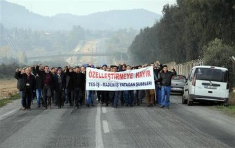 Workers occupy Turkish coal plant's entrance, block road to oppose privatization - Hurriyet Daily News | real utopias | Scoop.it