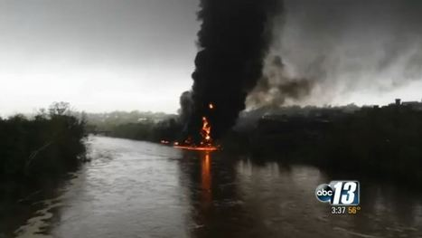 Crude Oil Train Derails, Catches Fire, Spills Into Virginia's James River | Sustain Our Earth | Scoop.it