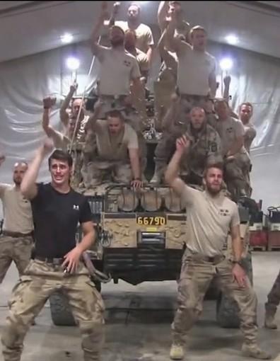 Buzz : des militaires rejouent la scène culte de « Grease » - Elle | Industrie musicale et évènementielle | Scoop.it