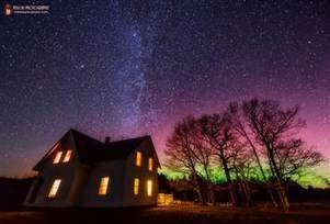 Northern lights captured as they light up the sky  over Maine farmhouse  - NBC News.com | Planets, Stars, rockets and Space | Scoop.it