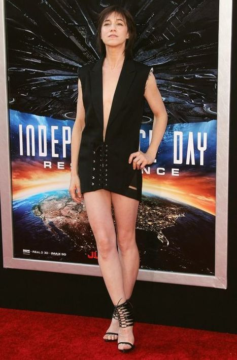 Photos : Charlotte Gainsbourg ultra sexy pour la première de Independence Day : Resurgence | Radio Planète-Eléa | Scoop.it