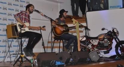 Leiva ofrece un concierto secreto en una casa madrileña ante sus fans | LeivaSalonPhilips | Scoop.it