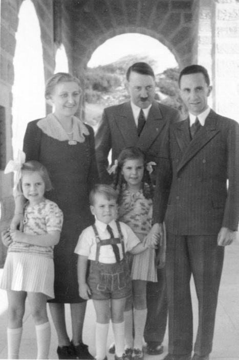 Top 30 Most Awkward & Weird Family Photos of All Time – Hitler's In It! | Strange days indeed... | Scoop.it