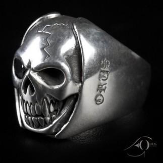Optez pour un look rock avec la bague tête de mort en argent massif | Bijoux et montres tendances | Scoop.it
