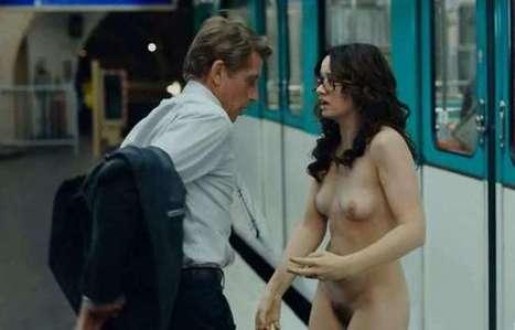 Devinette - Quelle est cette jeune femme nue dans le métro et dans quel film ? | Fantasme Sexuel | Cinema | Scoop.it