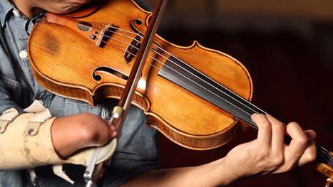 Violinista con una sola mano ayuda a otros discapacitados a expresarse musicalmente | tecnología | Scoop.it