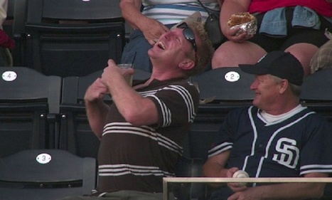 Ouch! Baseball Fan Drilled With Foul Ball While Checking Facebook [VIDEO] | Nuava Online Marketing | Scoop.it