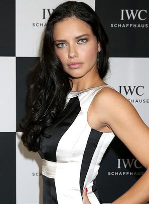 I like to feel feminine, says Adriana Lima! | Online Gossips | Scoop.it
