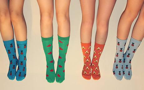 Mini-entreprise: des ados de Bruxelles vendent des chaussettes qu'ils font fabriquer en Espagne | Belgitude | Scoop.it