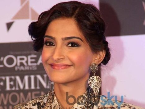 Sonam Kapoor In Anamika Khanna Saree | Celebrity fashion | Scoop.it