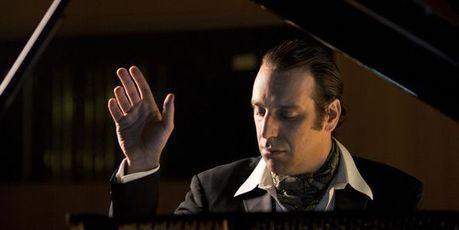 L'excentrique pianiste Chilly Gonzales aux Folies Bergère - Le Monde - Le Monde   music and artists   Scoop.it