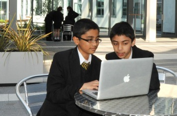 How A British School Successfully Integrated Technology - Edudemic | iPads in Education | Scoop.it
