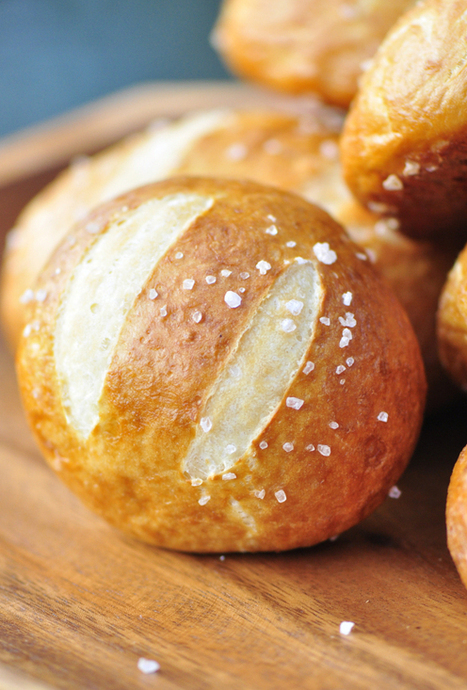 Soft Pretzel Rolls | The Man With The Golden Tongs Hands Are In The Oven | Scoop.it