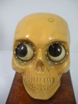 Creepily Cute Skull-Shaped Clock Rolls Its Eyes To Tell Time | Strange days indeed... | Scoop.it