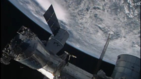 SpaceX Dragon Successfully Docked With The Space Station | leapmind | Scoop.it