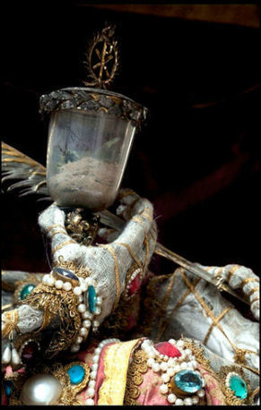 400-Year-Old Jewel-Encrusted Skeletons Unearthed In Churches Across Europe - Unbelievable Facts   Philosophy history and psychology   Scoop.it
