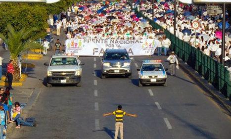 Messico, un 12enne da solo contro 11mila per sfidare la marcia della vergogna | Gayburg | Scoop.it