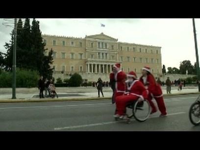 Kerstmannen lopen voor het goede doel   Griekenland   Scoop.it