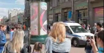 Une fille sexy se douche en pleine rue ! | Envie de se Marrer,Videos Humour, Image insolite,Blagues Marrantes | Envie de se Marrer | Scoop.it