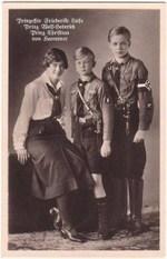 (Actualizado) ¿Quieren ver a la madre y tíos de la reina Sofía con sus uniformes de las Juventudes Hitlerianas? | Lecciones de la historia | Scoop.it