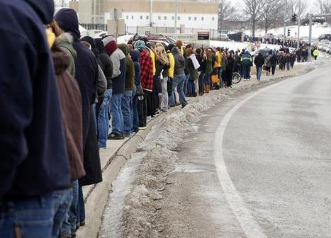 Missouri students form human barricade to stop Westboro Baptists picketing Michael Sam   Student Protests in US and beyond   Scoop.it