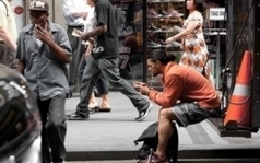 We've Modified Our Behavior So We Can Text and Walk | ciberpsicología | Scoop.it