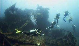 Indonesian Navy Arrest 10 Divers For Looting Shipwrecks - Scubaverse | All about water, the oceans, environmental issues | Scoop.it