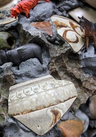 The bizarre house covered by 8,000 ancient dishes - News VietNamNet | Ancient South East Asia | Scoop.it