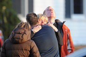Imágenes de la matanza de Newtown, Connecticut | Masacres en centros educativos en EEUU | Scoop.it