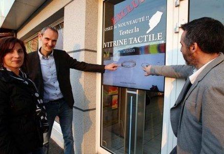 Angoulême: Les vitrines tactiles vous donnent-elles envie de pousser la porte des commerces? | Commerce de MELUN | Scoop.it