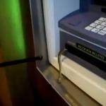 Il veut retirer de l'argent et découvre un serpent dans le distributeur | Mais n'importe quoi ! | Scoop.it