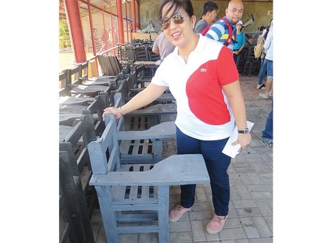 "Chairs made of plastic wastes donated to schools | Tempo - News in a Flash (""4145 pcs donated"") 