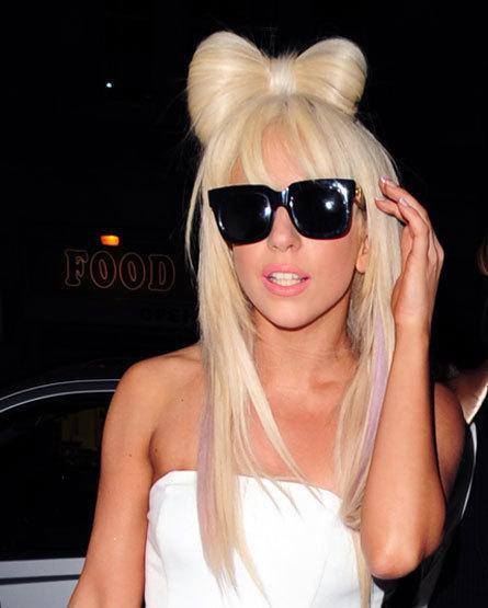 Subastan vestido de Lady Gaga en 15.625 dólares | el musical | Scoop.it