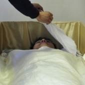 'Cinque minuti in una bara e sei rinato' Dalla Cina arriva la terapia della morte | Psicologia Integrata | Scoop.it
