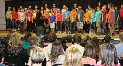 Les écoles enchantent le public avec un spectacle :  «Les couleurs du monde» | Vallée d'Aure - Pyrénées | Scoop.it