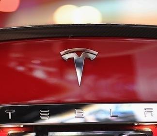 Tesla CEO Confirms Apple Talks, But Says Sale Is 'Very Unlikely' | RaijeC8 | Scoop.it
