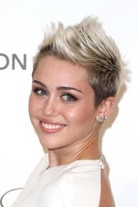 Miley Cyrus quits Twitter for a social media break (Photos) | Online Social Media Tools | Scoop.it