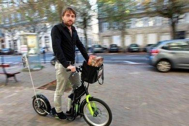 Bordeaux : il livre des jeux de société en trottinette électrique   jeux du monde   Scoop.it