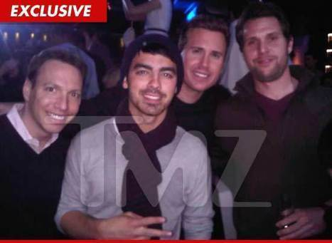 Joe Jonas -- Rushed to the Hospital with Pain in the Abs | Show Prep | Scoop.it