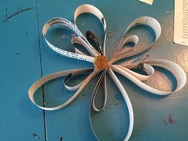 The Homespun Librarian: Upcycled Paper Ornament | LibraryHints2012 | Scoop.it