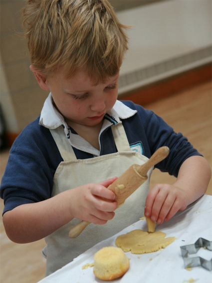 Find Out How Cooking Gives Children Valuable Life Skills | Go-Electrical Blog | Baking | Scoop.it