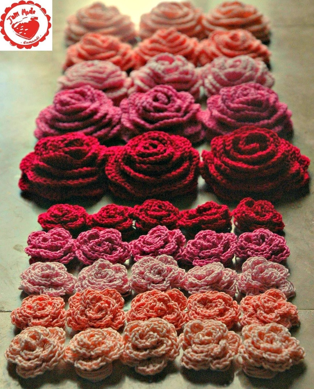 Elf Knitting Hearts : Roses and hearts just crochet scoop